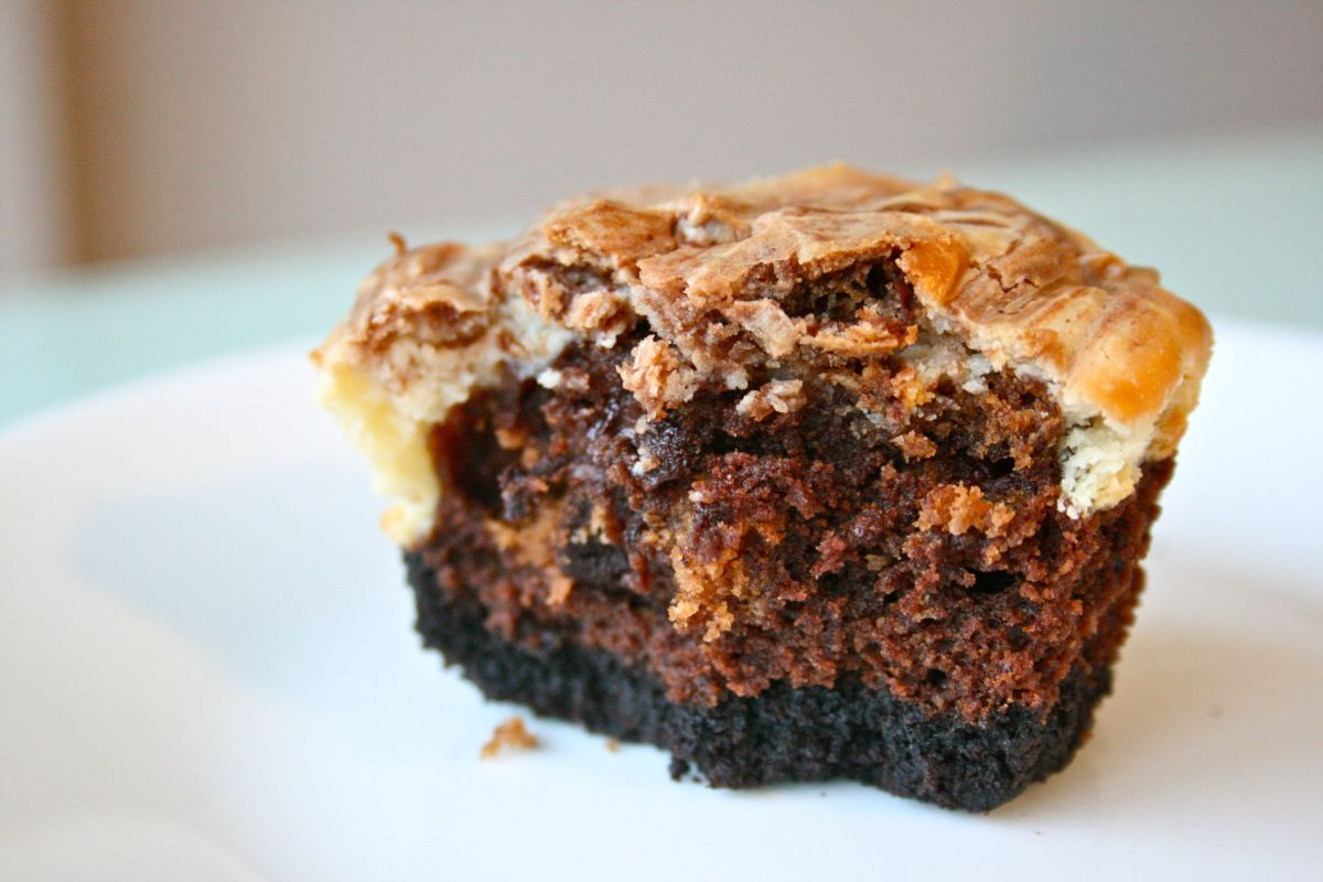 Cheesecake Swirled Brownies on an Oreo Crust for February's #ChocolateParty