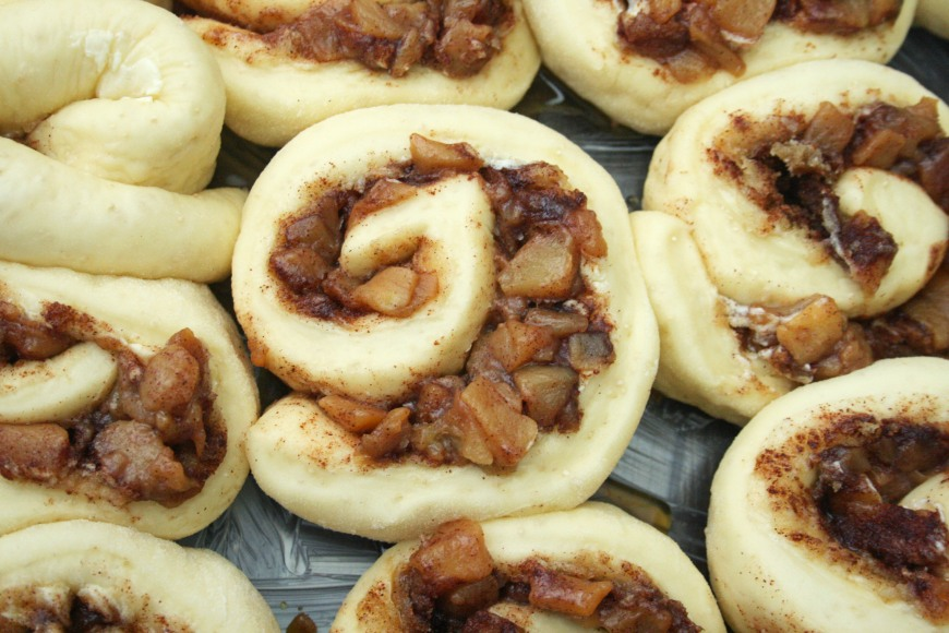 caramel_apple_cinnamon_roll_1