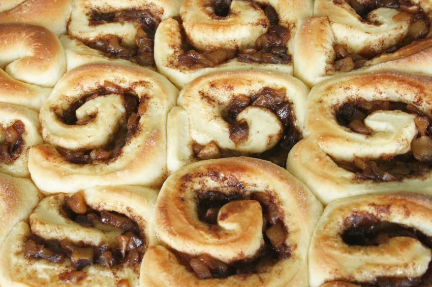 caramel_apple_cinnamon_roll_7