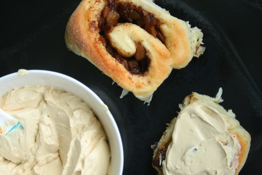 caramel_apple_cinnamon_roll_8