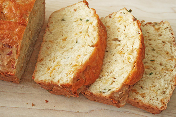 cheesy_beer_quick_bread_1