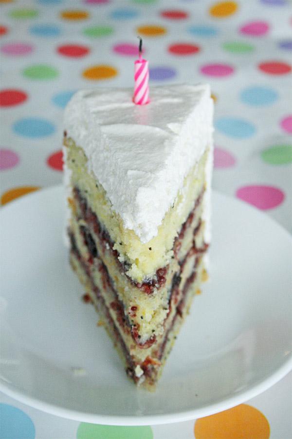 lemon_poppyseed_cake_marshmallow_frosting_3