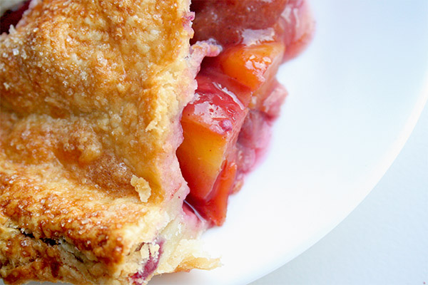 Peach_blueberry_pie_1