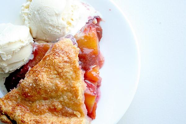 Peach_blueberry_pie_3