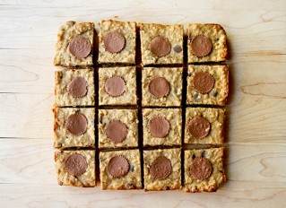 Peanut butter apple oat bars | www.gottagetbaked.com