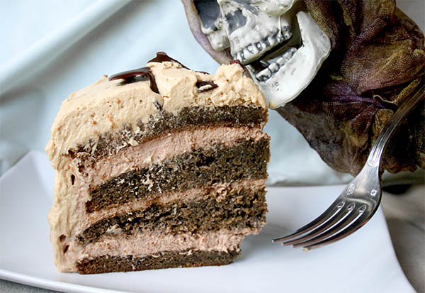 Creepy crawly coffee cake | www.gottagetbaked.com