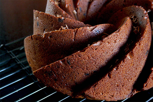 Peanut Butter Chocolate Chip Bundt Cake for Chocolate Peanut Butter Day | www.gottagetbaked.com
